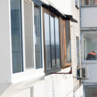 Остекление лоджии с выносом по улице Казанская, 18 из профиля Rehau e60