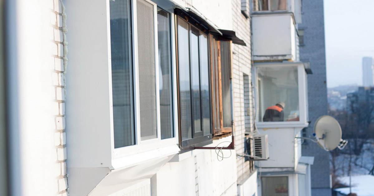 Остекление лоджии с выносом по улице казанская, 18 из профил.