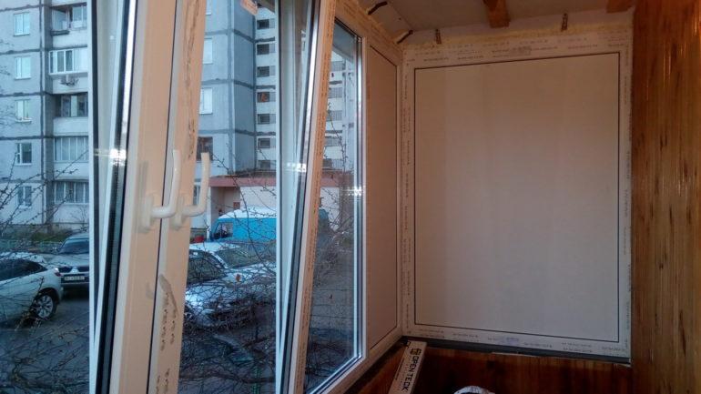 Остекление П - образного балкона из профиля Rehau и фурнитуры Winhouse на Троещине