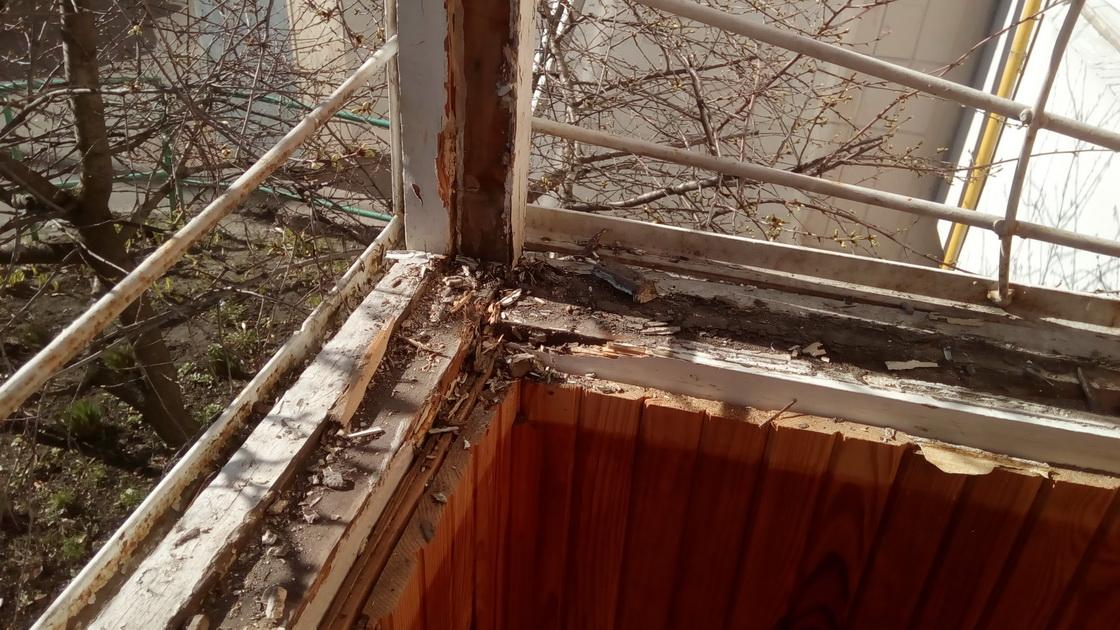 Остекление п - образного балкона из профиля rehau и фурнитур.